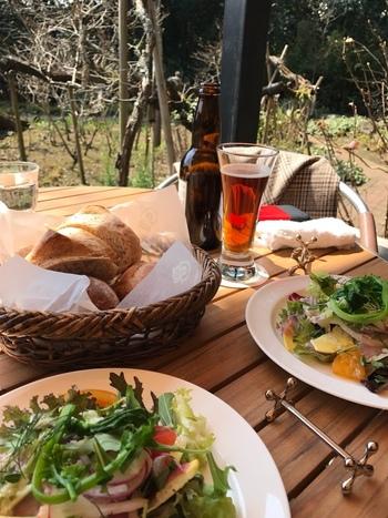 お茶だけでなく、自家製のパンも美味。鎌倉野菜のサラダと一緒に召し上がってみてくださいね。