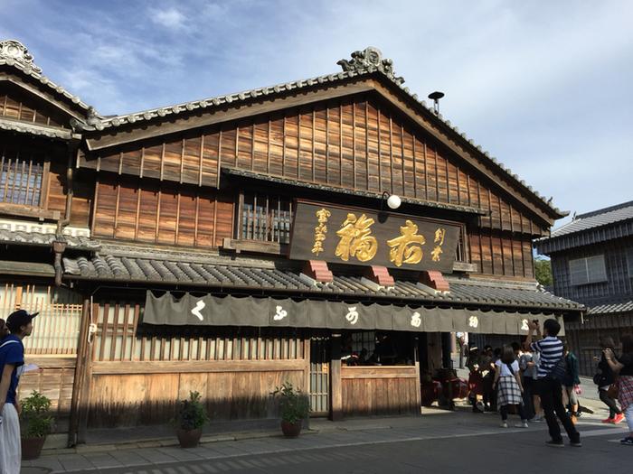 お伊勢様へのお参りのいったら外せないのが「赤福」です。赤福は今から約300年前に誕生した和菓子で、昔から人々に愛され続けているんです。