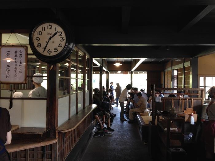 参拝帰りに是非立ち寄りたい赤福本店は、早朝5時からオープンしています。