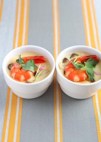 蒸し器と言えば、茶碗蒸し!卵料理は火加減が難しいですが、こちらのレシピで作れば難しいことなしで作れますよ。覚えておくと便利な基本のレシピです。