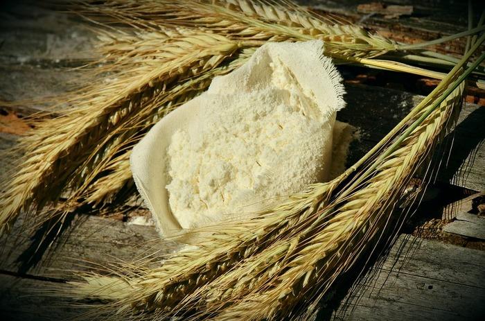 """""""グルテンフリー""""は、毎日の食事のなかから""""グルテン""""を抜く、という究極にシンプルな考え方。そしてこの""""グルテン""""とは、主に小麦や大麦、ライ麦などの麦類に入っている、タンパク質の一種です。"""