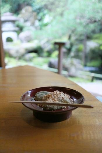 京都の雰囲気に浸るなら、現地でゆったりと食事や甘味を楽しむのが一番!【画像は、「洛匠」のわらび餅。】