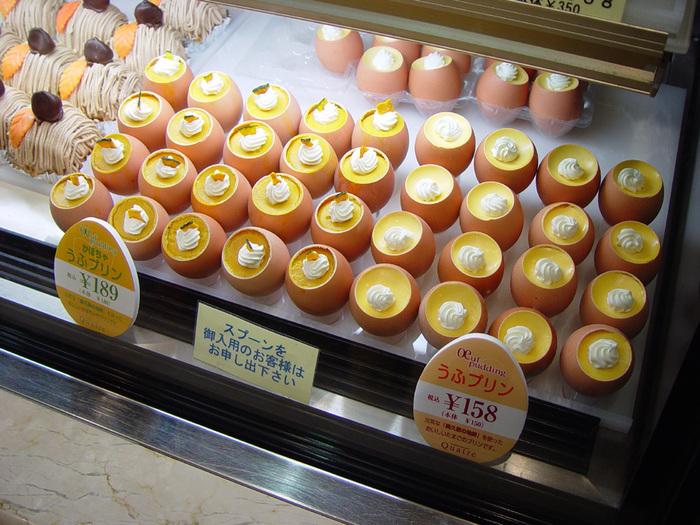 お店の看板メニューである、卵の殻に入ったうふプリン。かわいいだけでなく、濃厚な奥久慈卵を使ったなめらかなプリンはお味も本格的です。お土産で購入すると、卵用のBOXに入れてくれるので、おもたせにしても喜ばれそうです。