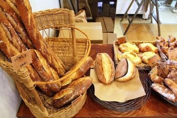 お店の方々の接客を見ても、パンに対する愛情がわかるような優しい店内の雰囲気。バゲットの表面のようにパリッとして、中はふんわり優しい「コパン」はそんなお店です。