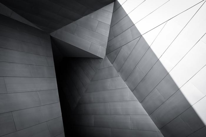 千住博さんのおおらかでスケールの大きい作品と、自然光を存分にとりいれた建物が見事にマッチしています。