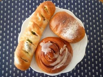 伊勢神宮をはじめ、熊野古道、鈴鹿サーキット、長島スパーランドなど観光地もたくさんある三重県。遊びにきたら、ぜひご紹介したパン屋さんにも立ち寄ってみて下さい。たくさんの美味しいパンが待っていますよ。