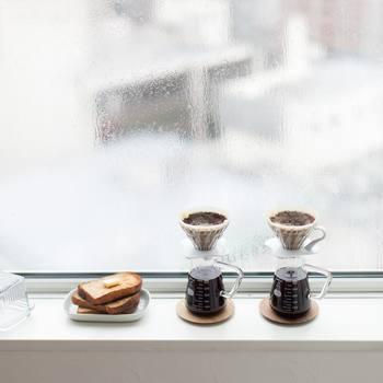 素敵なコーヒーサーバーは、「リカシツ」オリジナルの取っ手付きビーカー。理化学用ガラスメーカーの製品で耐熱性に優れ熱衝撃にも強く、オーブンや電子レンジでも使用可能。どこか懐かしい雰囲気と、愛らしいフォルムが可愛いですね♪