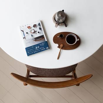 2015年にはインスタグラムの記録を一冊にまとめた書籍「うちカフェ」を出版し、現在はアジア各国でも翻訳本が発売されています。本書にはコーヒーの楽しみ方はもちろん、インテリアや雑貨のセレクトなど、居心地のいい空間づくりのアイディアも満載!