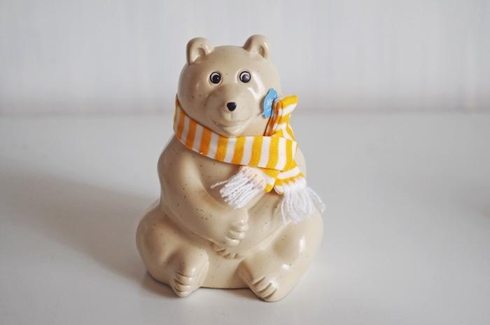 マフラーを巻いたおしゃれなシロクマさんも。 気分によって、いろいろとアレンジも楽しめますよ。