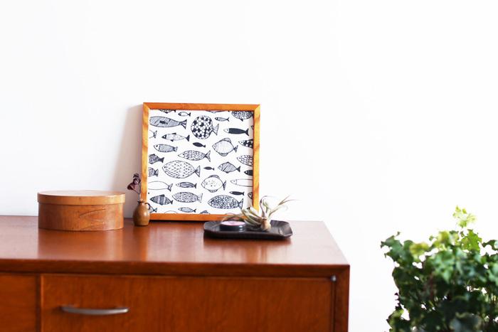 素材は薄手のカーゼなので、使い心地も◎。しかも夏に嬉しい52㎝×52㎝の大判サイズ。可愛らしいイラストは、インテリアの一部としてお部屋に涼しい空気を運んでもらうのも良いかも。