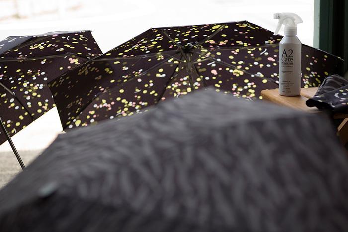 ほかにも、長雨続きで干せないお布団に吹きかけたり、湿ったままたたんでしまった傘の臭いを消したりと用途もいろいろ。 意外なところでは、切り花の根本にかけておくとお花が長持ちするんだそうですよ。除菌効果のおかげでしょうか。