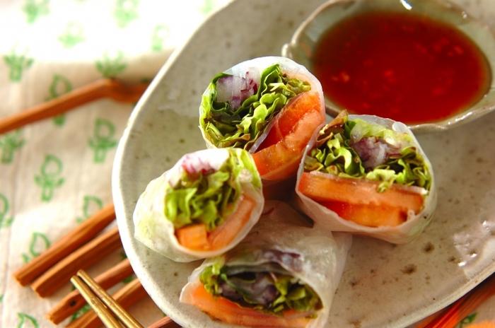 プランターの野菜が大豊作、という時には、ベビーリーフやサニーレタス、バジルをたっぷり使った生春巻はいかがでしょう?サーモンや海老と合わせても。