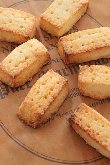 ショートブレッドも、イギリスの伝統的なお菓子のひとつ。ほろほろした食感とバターの香りが、くせになる美味しさです。