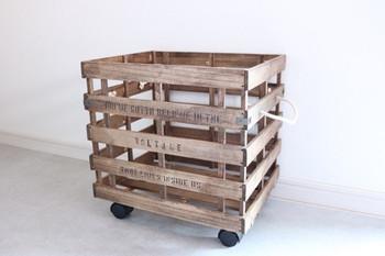 深さのあるBOXなので、ゴミ箱や本、リビングで散らかりがちなオモチャを入れてもおしゃれに収納できます。
