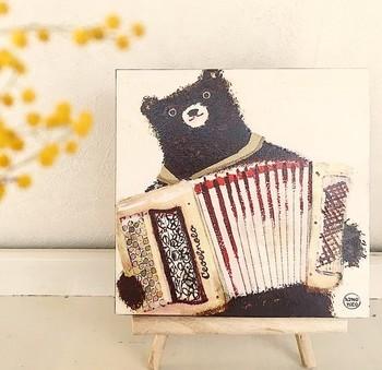 音楽が好きで動物が好きならこんなアートなファブリックパネルはいかが?見ているだけでふわっと心が弾みそうな、やさしく繊細なタッチで描かれています。