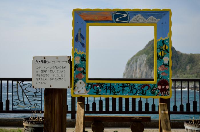 居酒屋さんは、船着き場のある前浜海岸にちらほら。タクシーは夜8時以降は動かない。宿泊施設は民宿がメインです。