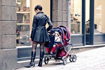 自由が丘といえば、かわいい雑貨屋さんやおしゃれなショップの立ち並ぶ素敵な街ですが、子供連れにやさしいお店もたくさんあるのをご存知ですか?今回は、ベビーカーで入店しやすいお店、オムツ交換・授乳室があるお店…など、ママ&キッズが喜ぶお店をご紹介していきたいと思います。