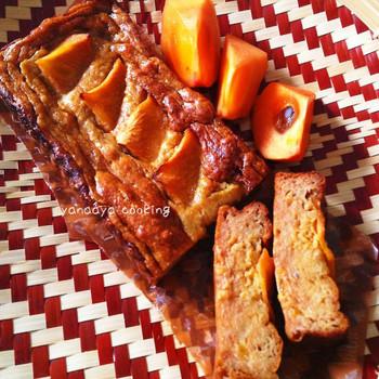 ホットケーキミックスで作る手軽なパウンドケーキ。ホットケーキミックスなら失敗が少ないのが良いところですね。完熟した柿を使うと、潰す手間もかからなそうです。