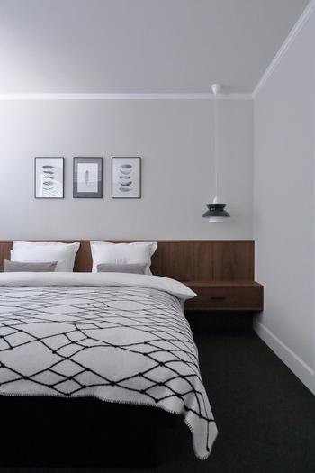 ベッドを使っているときは、朝起きたら、きれいにベッドメイクをしてみましょう。ベッドはお部屋の中でも大きな割合を占めるものですから、ベッドがきれいに整っているとお部屋全体が美しく見えるものです。