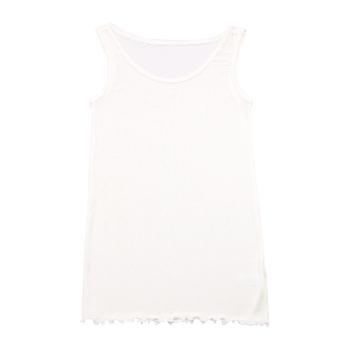身体を優しく包み込んでくれる上質なシルクは、とっても軽く、着ていることを忘れてしまいそうな優しい着心地です。