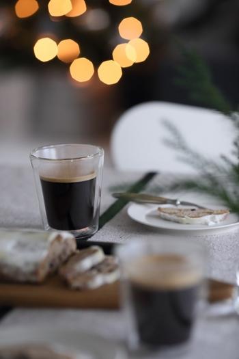 カップをお気に入りのものにするのも大切です。どこかの粗品でもらったようなマグカップはやめて、じっくりと選んだお気に入りのカップにコーヒーを注いでみましょう。なぜか、いつもと同じコーヒーでもぐっと美味しく感じるようになります。