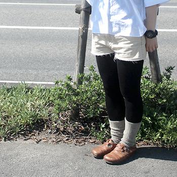 シルクがメイン素材で、着心地◎のレギンス。黒のレギンスならそのまま履けちゃうから使い勝手も抜群です!真夏の冷えから身体を守りましょう♪
