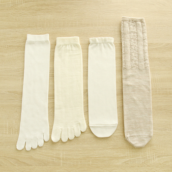 話題の「冷えとり靴下」の春夏バージョン♪ウールとシルクを交互に履いて冷えを撃退!仕上げのカバーソックスは、サマーセーターなどにも使用されている梳毛(そもう)ウールを使用しています。