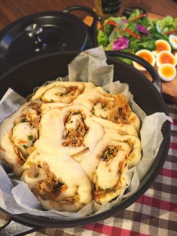 きんぴらがたっぷり入って、味わい深い大人のちぎりパンです♪持ち運びもしやすいですし、みんなでおしゃべりをしながら、好きにちぎって食べるのも楽しいものです。