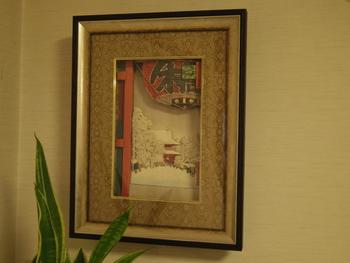 浮世絵とシャドーアートの相性が抜群だってご存知すか?こちらは「名所江戸百景 浅草寺の雷門」。白と赤のコントラストが目を引きます。