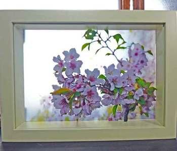ガラスの透明感を最大限に引き出した作品。窓際に置いて、外の景色との一体感を楽しみたいですね。