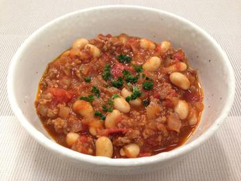 トルティーヤやパン、ごはんとも合うピリ辛の「チリコンカン」。お酒との相性も抜群です。大豆の水煮缶を使えば、あっという間に作れます。