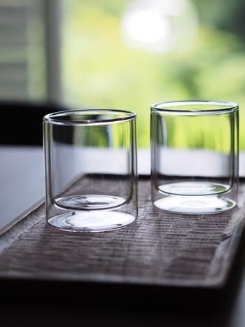 美しく磨き上げたグラスを並べて眺めてみると、仕上がりにうっとりするはず。グラス磨きは簡単なのに、満足度が高いお仕事です。