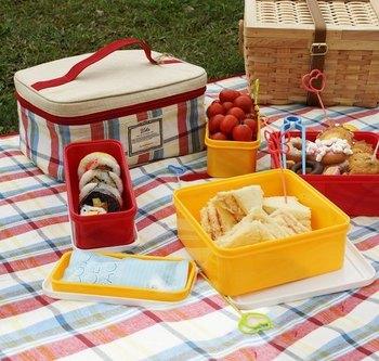 爽やかな風を感じながら楽しむピクニックランチ。優しい陽射しも、すべてがごちそう♪次の週末あたり、とびきりのランチボックスを手に、緑の中に飛び込んでみませんか?