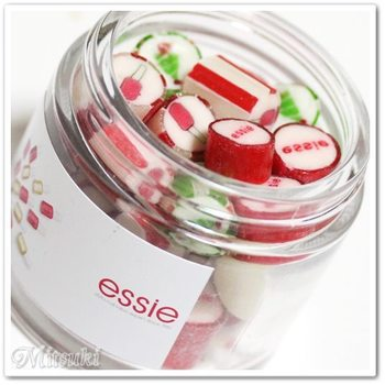 世界の47か国に販売チャネルを持つネイルブランドessie(エッシー)のオリジナルキャンディ。essieのロゴ、マニキュアのボトルも描かれていて、おしゃれ大好きさんにも喜ばれそう♪