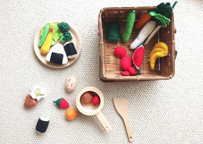 子どもの頃に夢中になった、おままごとや人形遊び。可愛らしい小さな道具や食べ物たちについつい魅了されるのは、大人になった今もあまり変わらないのかもしれませんね。