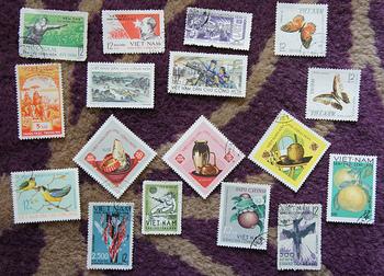 季節に合わせた切手を貼るのも素敵ですよね。日頃からいろいろなデザインの切手を集めておくと、こんな時に役立ちますよ♪