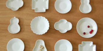 金沢・大野町(石川県)で作陶を続ける宅間祐子さんが主宰する「タクマポタリー」のキュートな白い小皿。