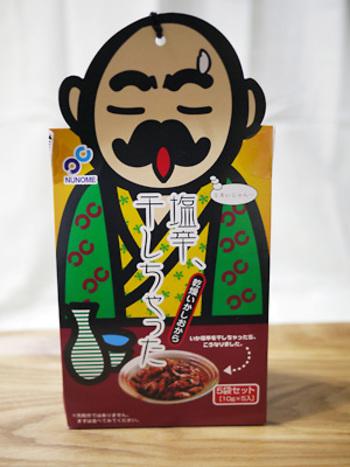 函館名物の「いか」をお土産にするなら、「塩辛」が定番ですが、中にはこんなアイディア商品も!パッケージはユーモラスですが、製造会社は創業75年の老舗。おいしさはお墨付きです。