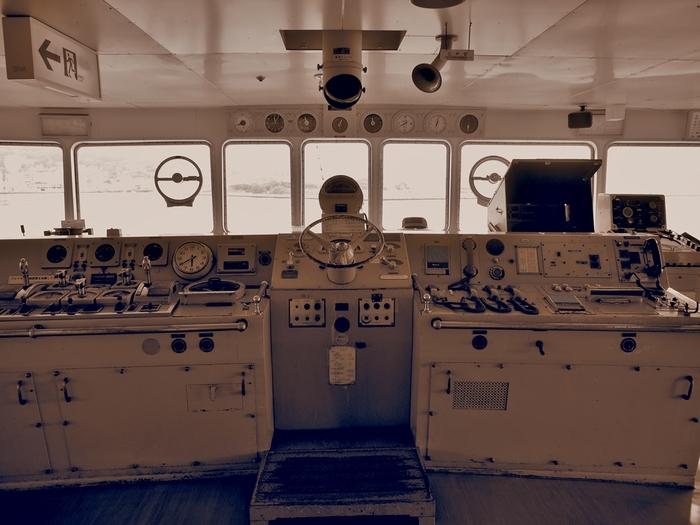 船内では操舵室や消音室などを見学できます。また、3階サロンには無料休憩所のほか喫茶コーナーがあり、海から函館山や旧市街を眺めながらくつろげます。その他、青函連絡船のあゆみについて知ることのできる企画展や、映像・図書コーナーなども。