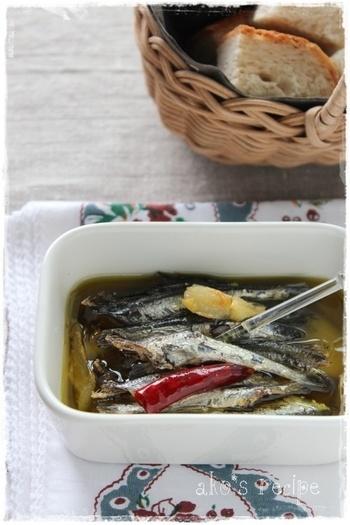煮干しを水で戻し、ニンニクなどで香りづけをしたオリーブオイルで煮ます。噛めば噛むほど味わい深い絶品おつまみ♪少し醤油をかけてもおいしいそうですよ。パスタなどにもどうぞ。