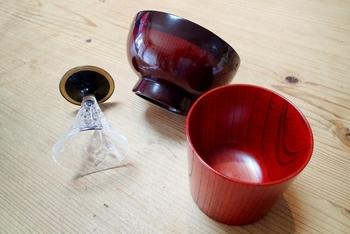 ちなみに、このデコパージュという技法は、日本の漆ぬりの漆器に憧れた中世イタリアの家具職人がはじめたのだとか。それが数世紀の時を経て、日本で人気になっているとはなんとも不思議な縁ですよね。