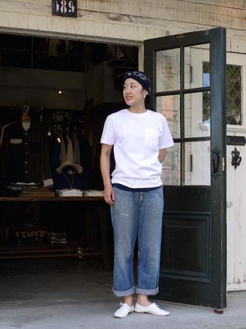 無地のクルーネックの白Tシャツ。ロゴや柄でごまかせないぶん、形の違いがはっきり出るシンプルな白Tシャツでデザインの違いを見ていきましょう。