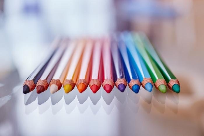 日々の生活にパワーを与えてくれる「色」。 その日の気分や目的に合わせて色をチョイスして、毎日のコーディネートに積極的に取り入れてみてはいかがでしょうか?
