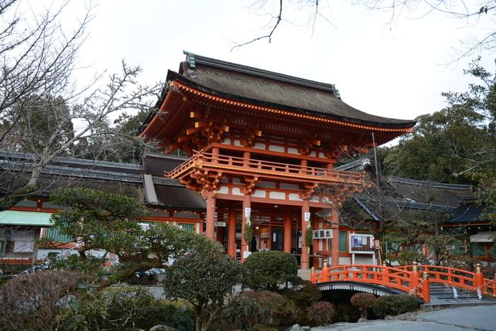 ◆国宝本殿の特別参拝の詳細については、公式HPで確認しましょう。【画像は「楼門」と「玉橋」。共に重要文化財。】