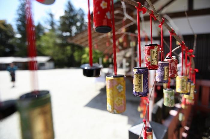 「願い筒」は、「上賀茂神社」で最近お目見えした筒状の絵馬。願い事を書き、ちりめんで作られた筒に入れて奉納します。