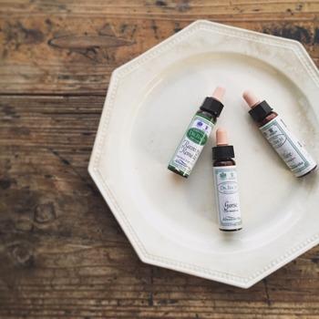 39種類のフラワーエッセンスから選んだ香りと直感で選んだ香りを調合してもらえます。小さな可愛らしい瓶はいつでもカバンに入れておきたくなりますね。