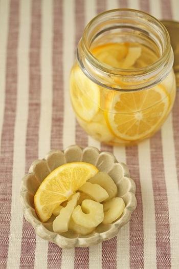 セロリとレモンは、相性抜群。タコもいっしょにマリネするのも、ぜひおすすめのアレンジ法です。