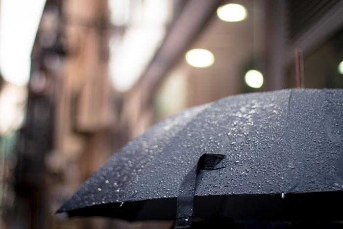 雨だからといって家の中にずっといるのはもったいない!というアクティブ派の方は、あえてお出かけするのもよいでしょう。路地裏に小さなお店が点在しているエリアなどは、人が少なくスイスイ歩けることも多いはず。気ままに散策できますよ。