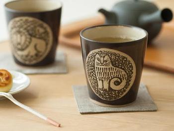 人気のリサ・ラーソンと益子焼のコラボです。リサならではの愛嬌ある動物達と、益子焼の素朴な雰囲気がマッチ。日本茶だけでなく、カフェオレや紅茶を入れてもしっくりきます。