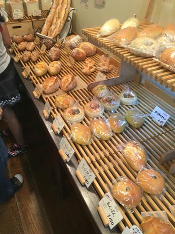 素材にこだわったパンは、ハード系もお食事系もどちらのタイプも美味しいと評判です。パンを買って、公園で食べるなんて優雅な休日の過ごし方も良いですね♪